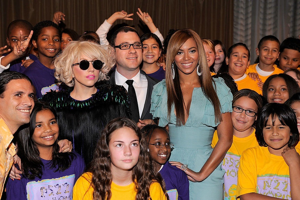 Singers Lady Gaga and Beyonce