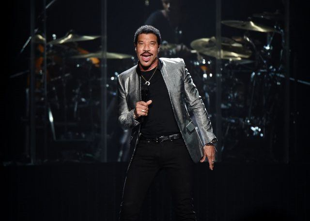 Lionel Richie performs at Madison Square Garden in a gray suit.