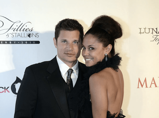 Nick Lachey and Vanessa Minnillo poses for photos on a red carpet.
