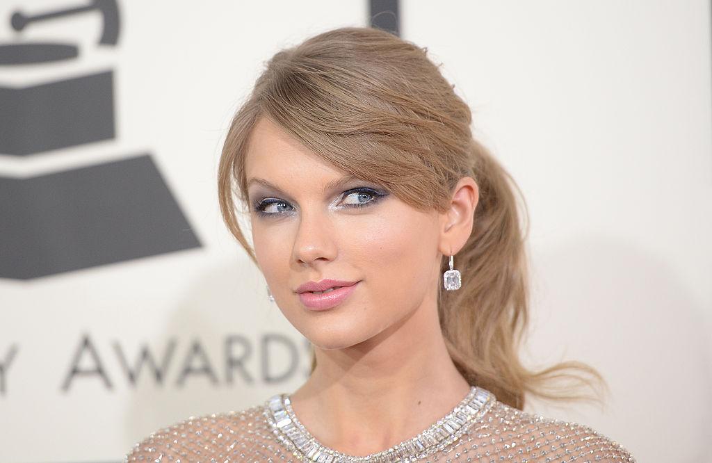 Taylor Swift arrives on red carpet