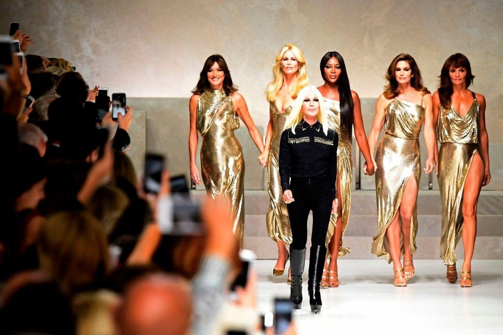 Supermodels Reunite For Gianni Versace Tribute Show See The Photos