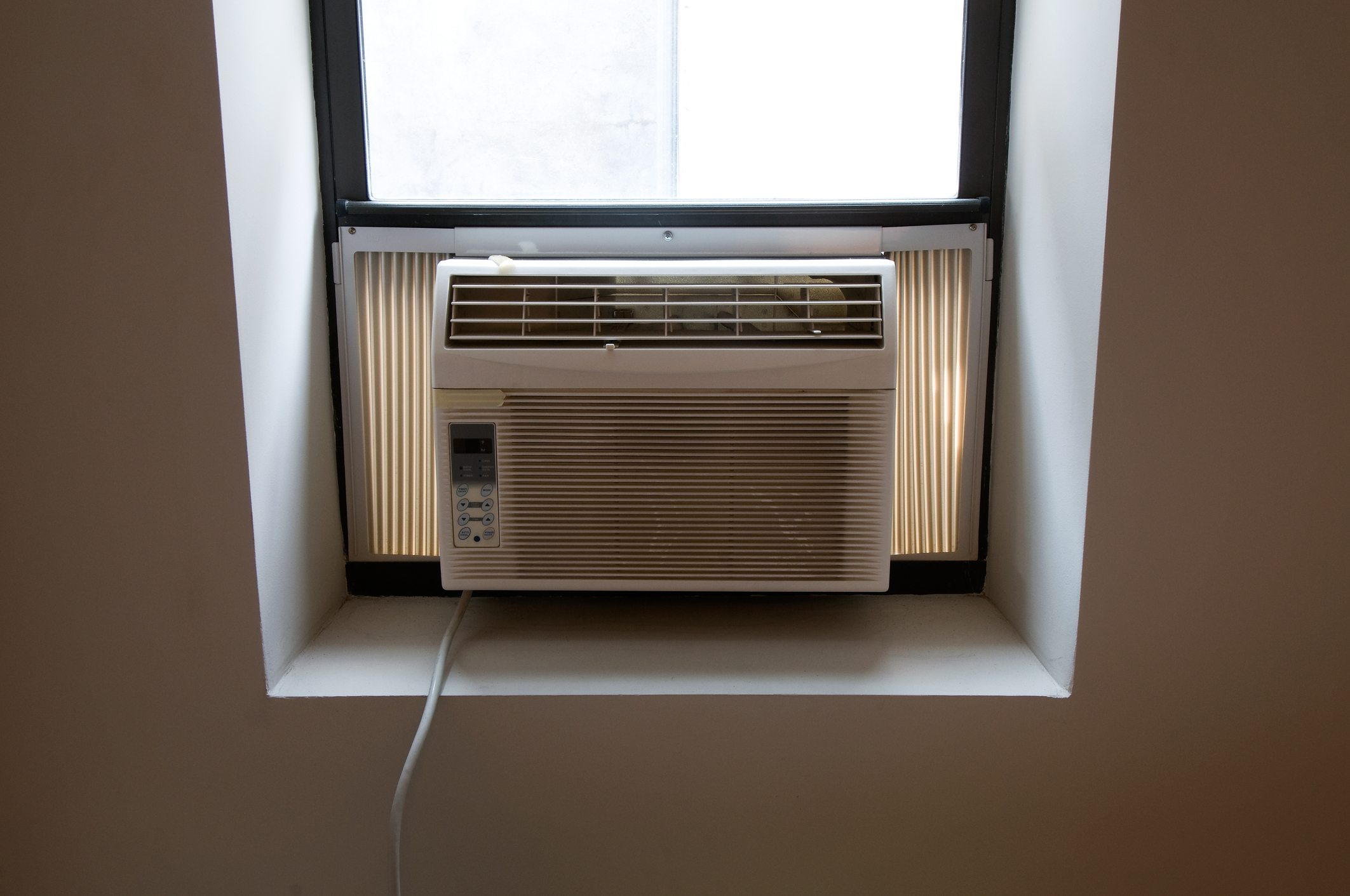 Air conditioning unit in window