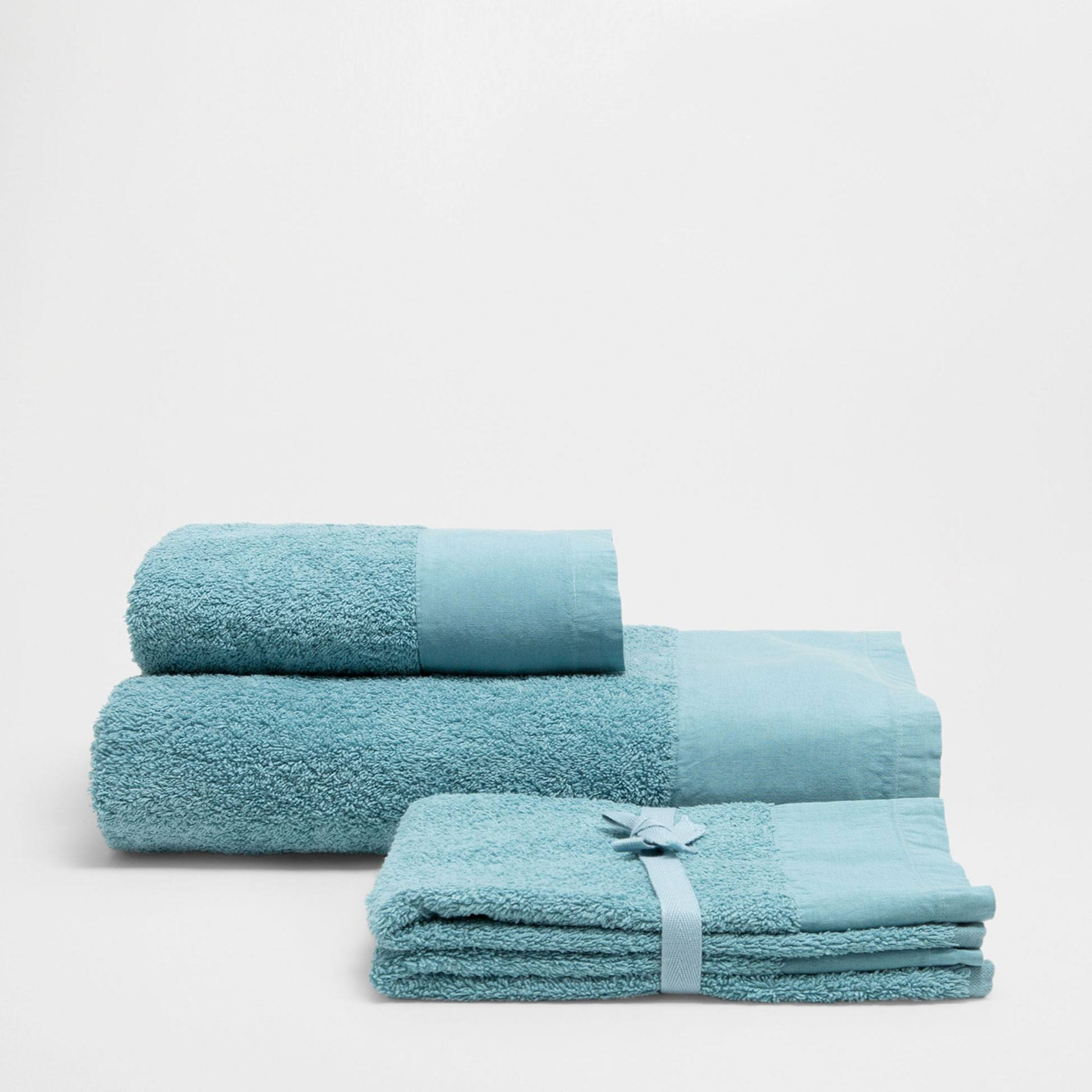Light blue towels