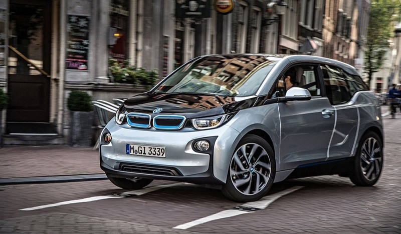 Road shot of 2014 BMW i3 with range extender
