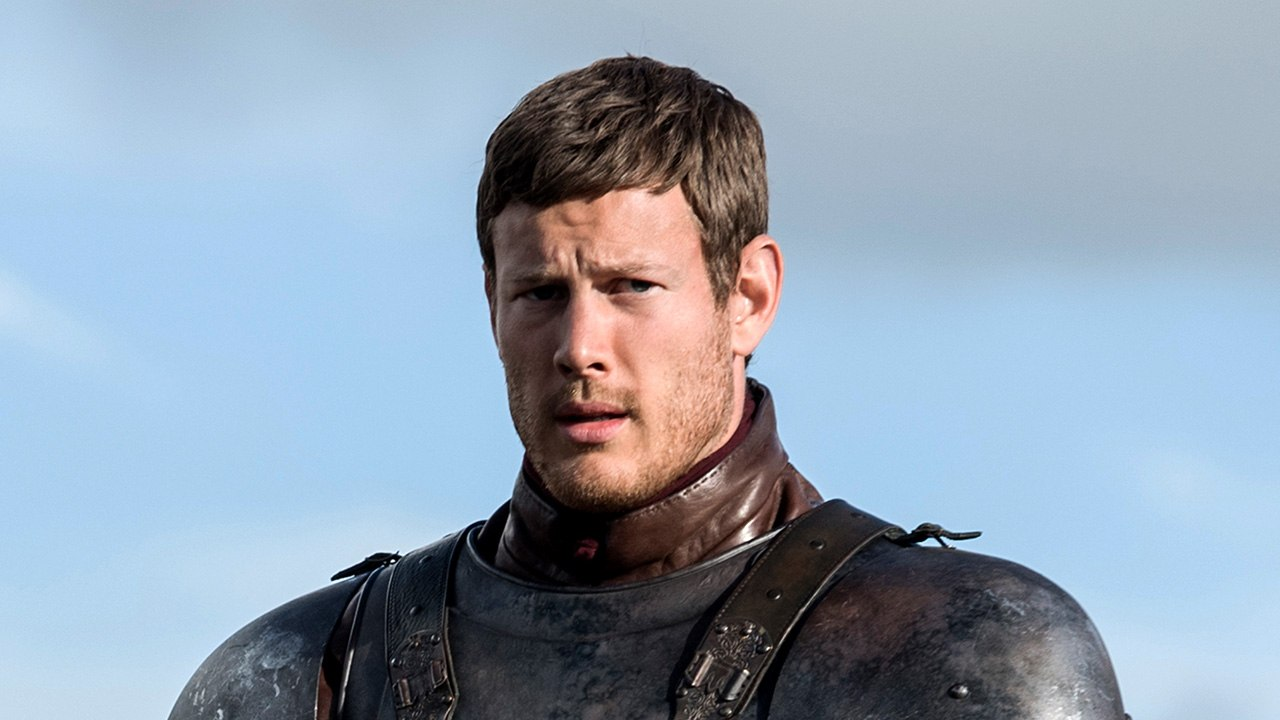 Dickon Tarly stands in armor under a blue sky
