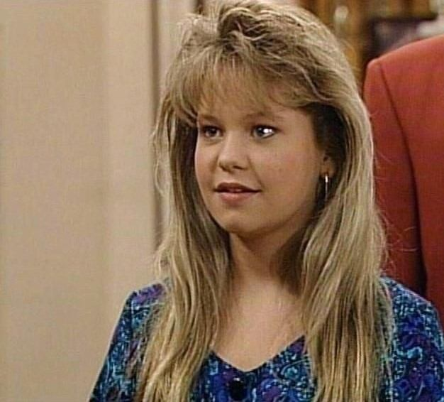 The cringe worthy beauty trends from the 39 80s for Beauty full house