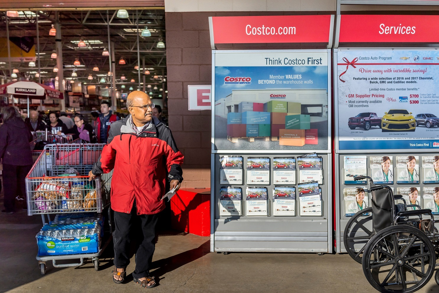 Sneaky Little Ways Costco Gets Us to Spend More Money (We Fall for