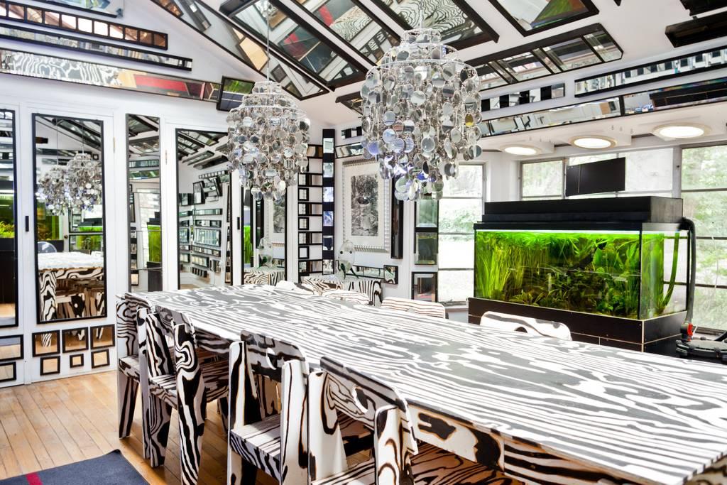 Mirror artist house Airbnb