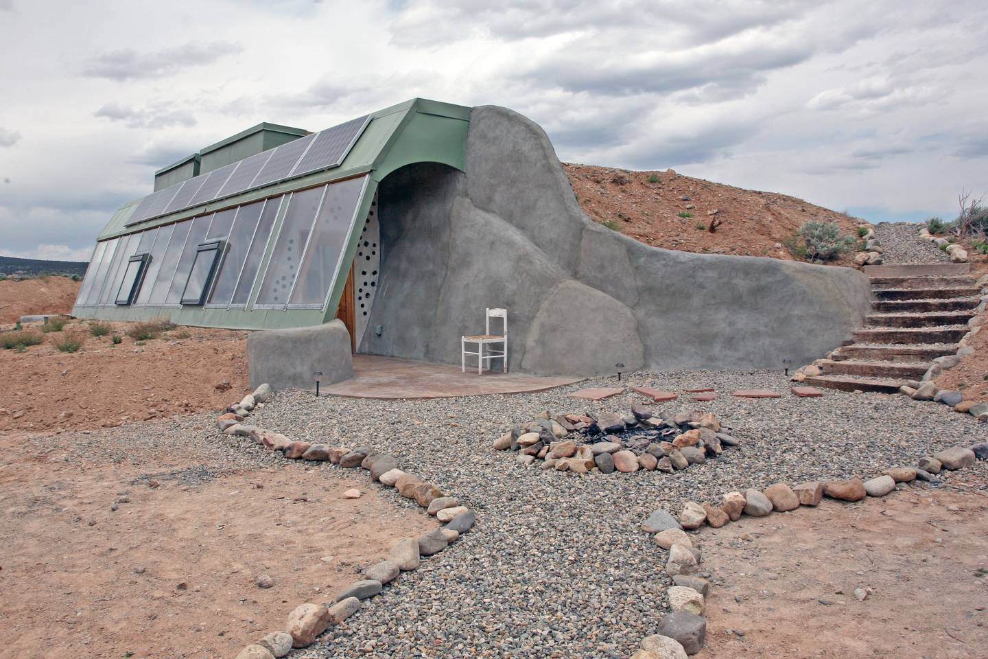 Off the grid spaceship house