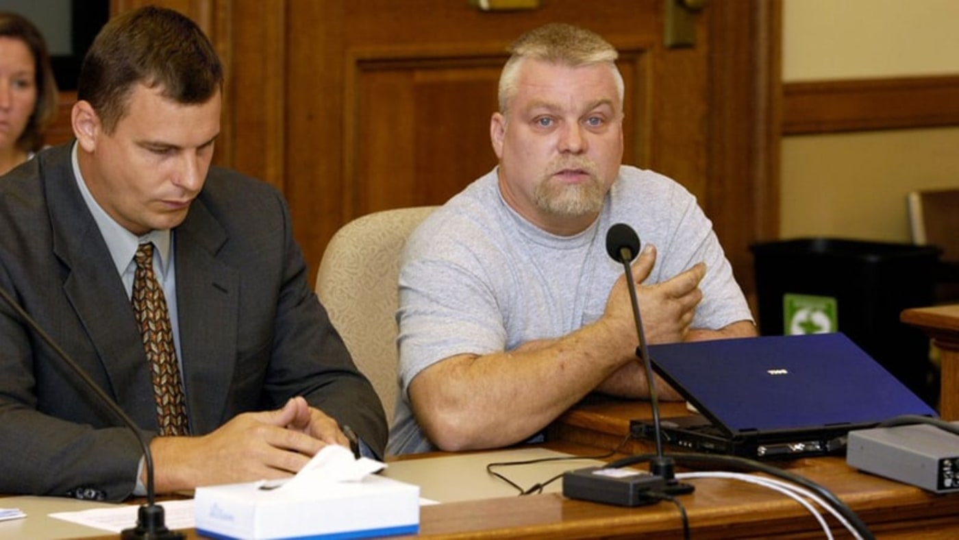 Steven Avery sits in front of a mic in court