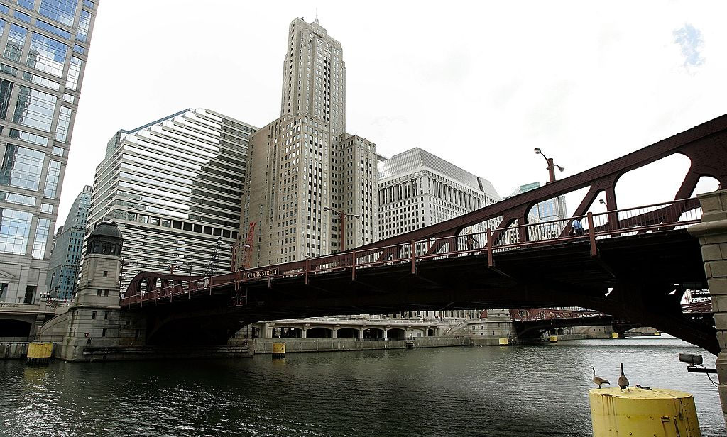 chicago river bridge