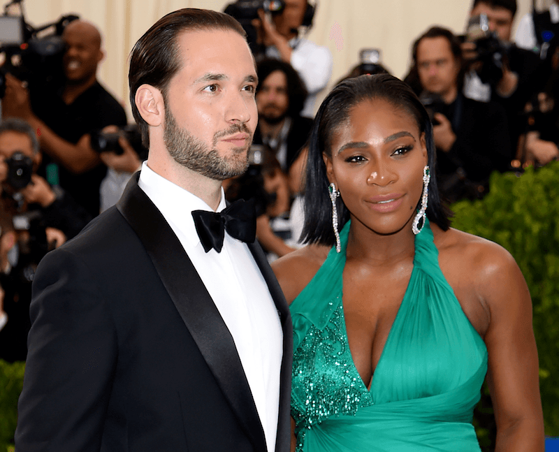 Alexis Ohanian and Serena Williams pose in front of cameras at the 2017 Met Gala