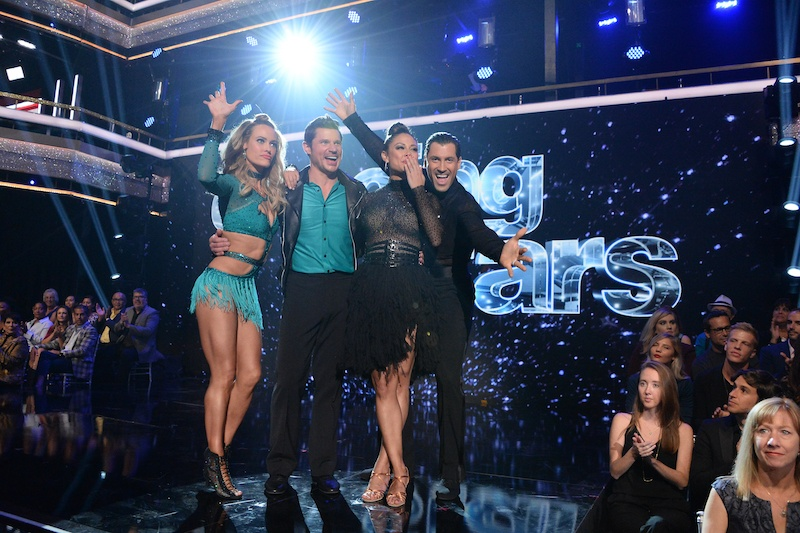 PETA MURGATROYD, NICK LACHEY, VANESSA LACHEY and MAKSIM CHMERKOVSKIY wave to the crowd on DWTS