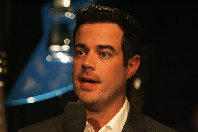Carson Daly speaking into a microphone.
