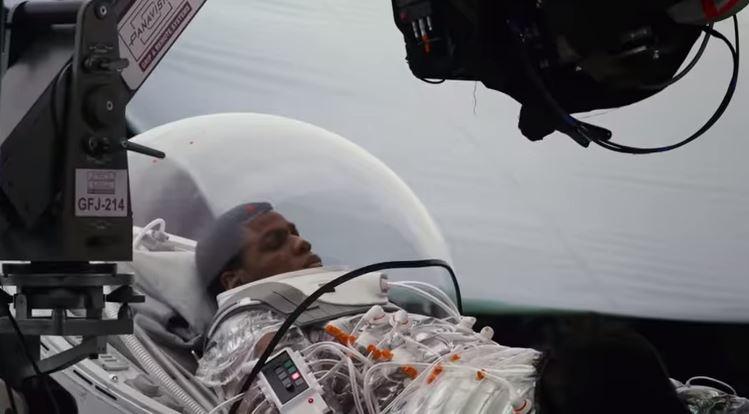 Finn inside a bacta suit