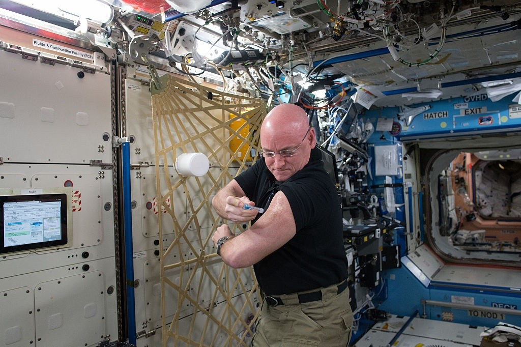 Scott Kelly gives himself flu shot