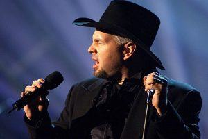 Watch Garth Brooks Sound System Break at Concert | Fans Demand Refund