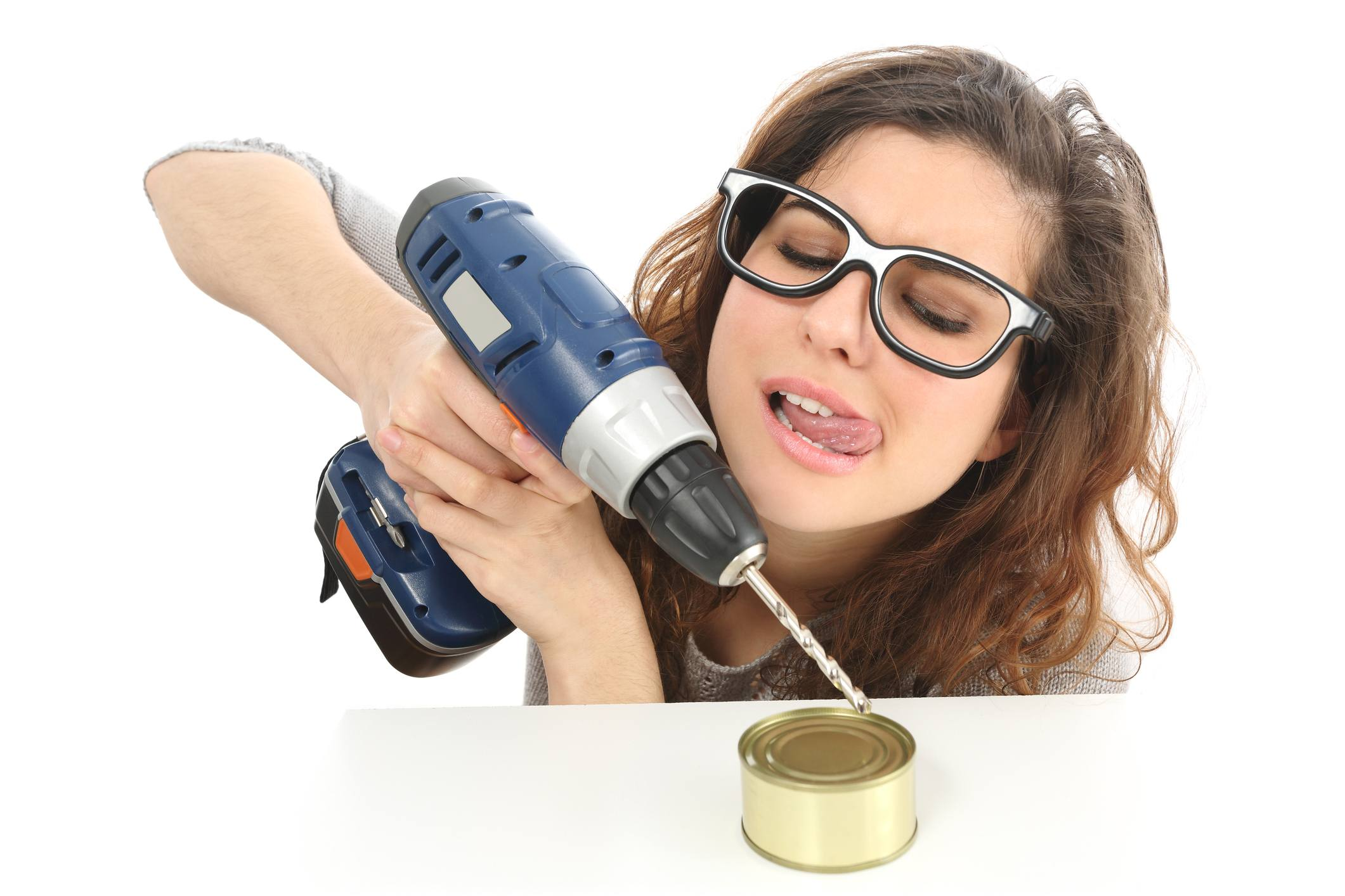 woman trying to open can