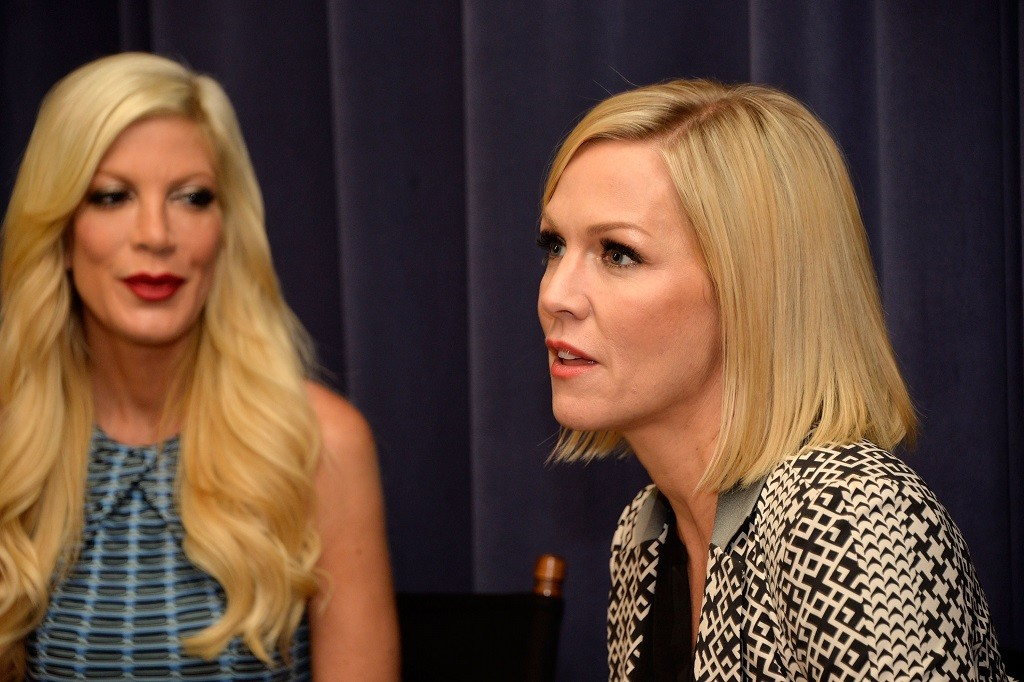 """Actresses Tori Spelling (L) and Jennie Garth attend the """"Mystery Girls"""" Screening hosted by The Moms at Park Avenue Screening Room on June 24, 2014 in New York City. (Photo by Ben Gabbe/Getty Images)"""