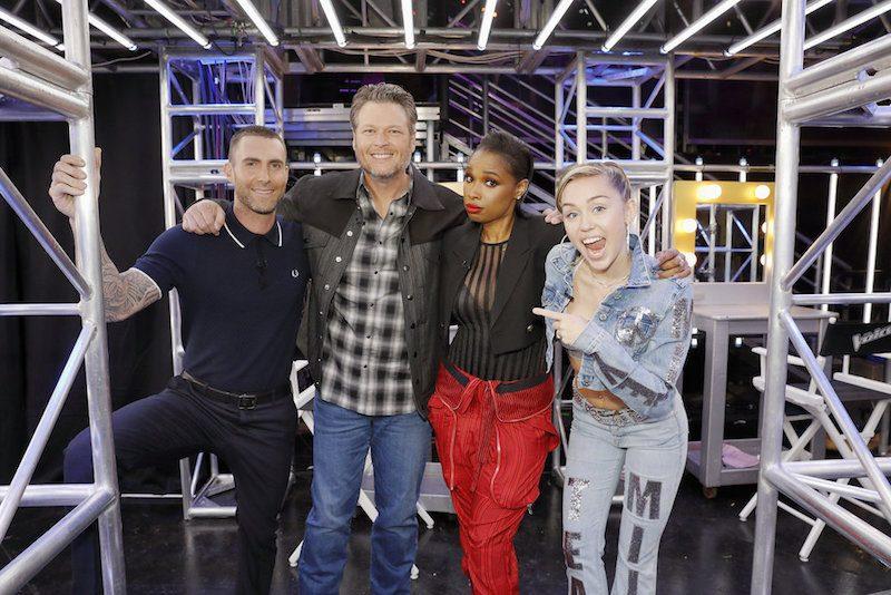 Adam Levine, Blake Shelton, Jennifer Hudson, Miley Cyrus stand next to each other