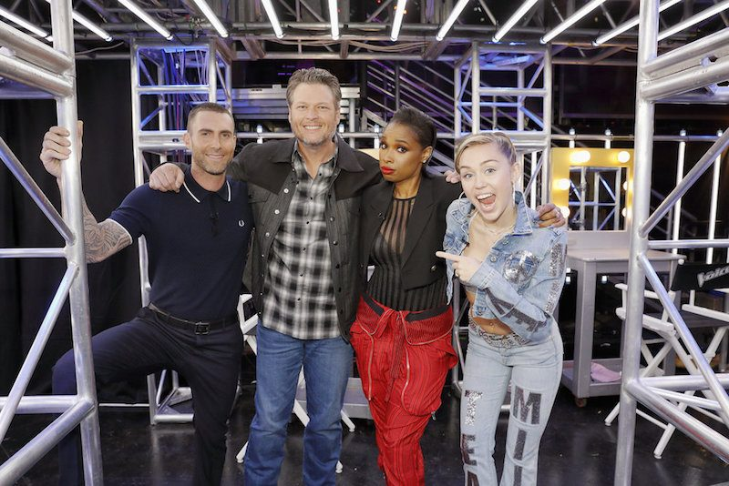 Adam Levine, Blake Shelton, Jennifer Hudson, Miley Cyrus stand next to each other