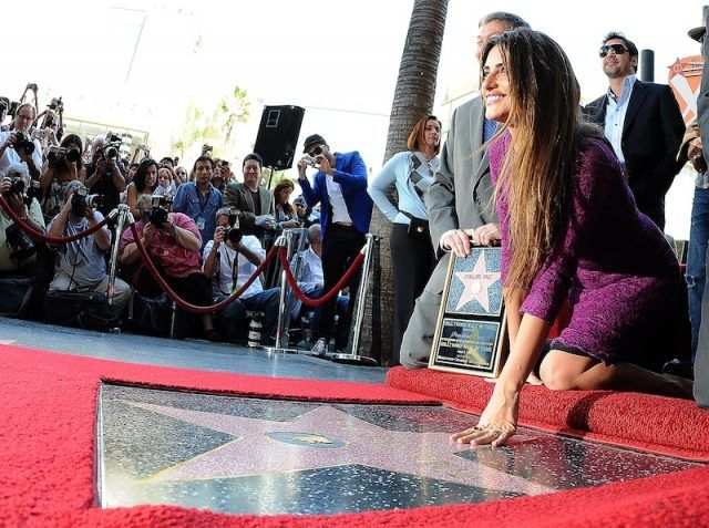 Penelope Cruz in front of her Hollywood star.