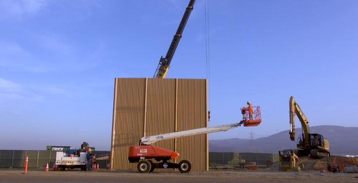 Trump border wall