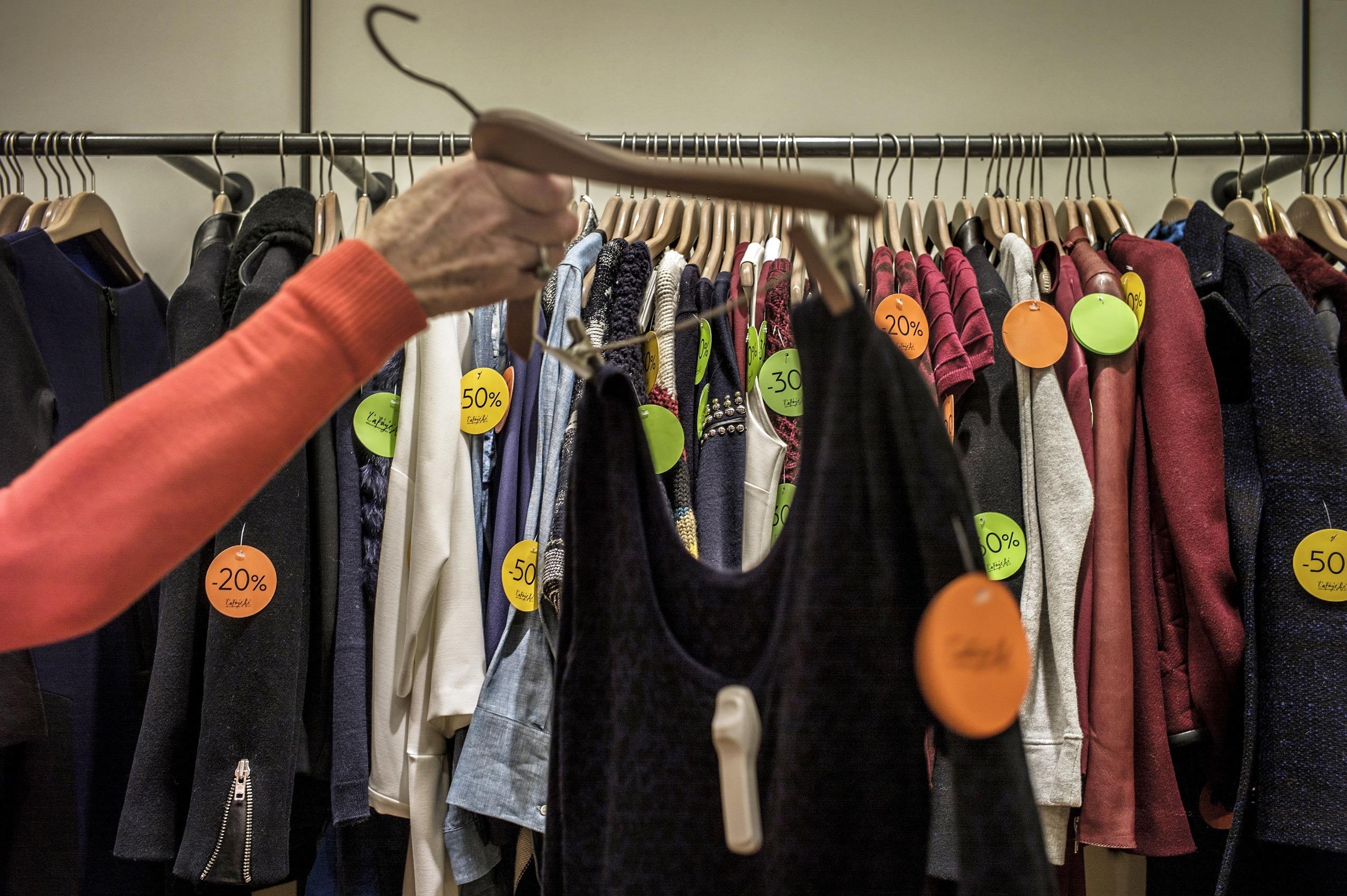 Clearance shopping rack