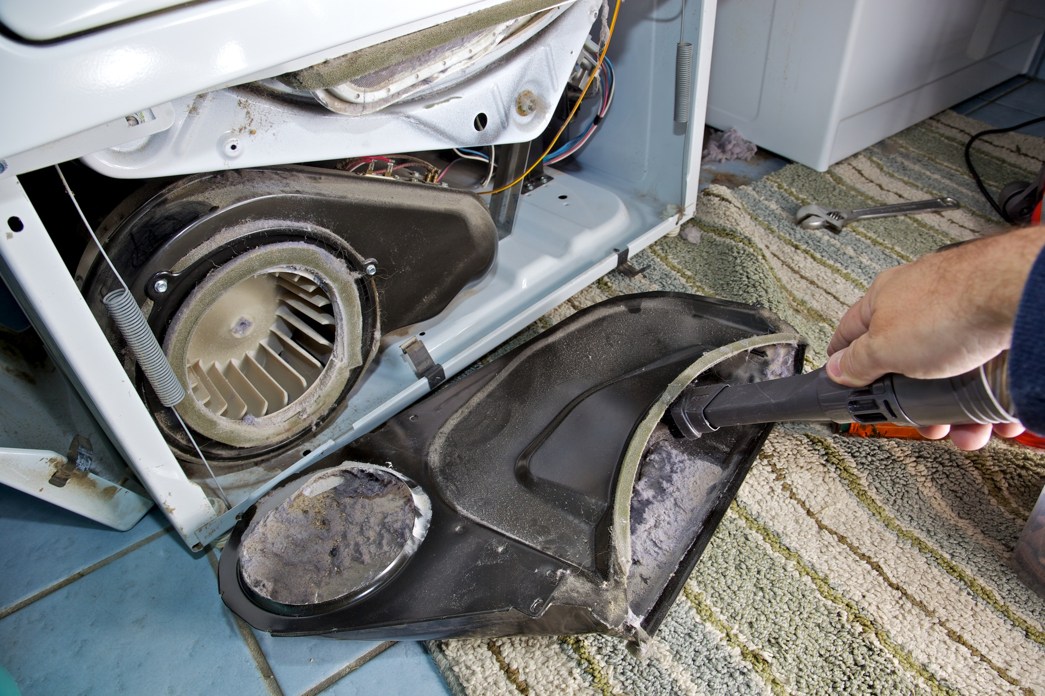 cleaning dryer lint