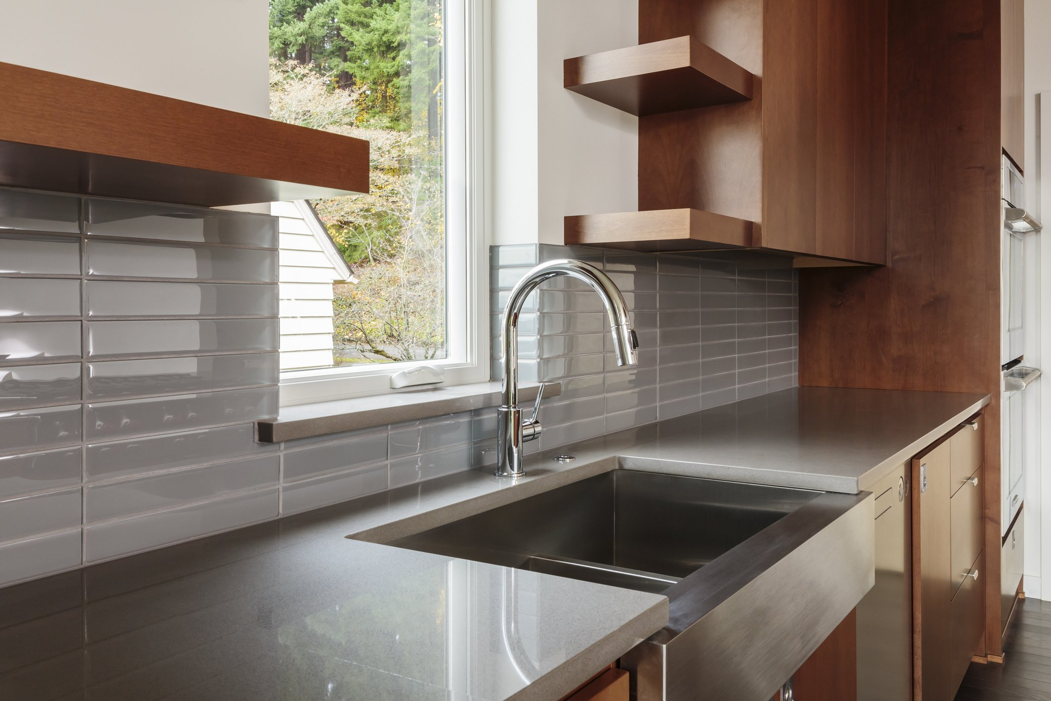 Stainless farmhouse sink