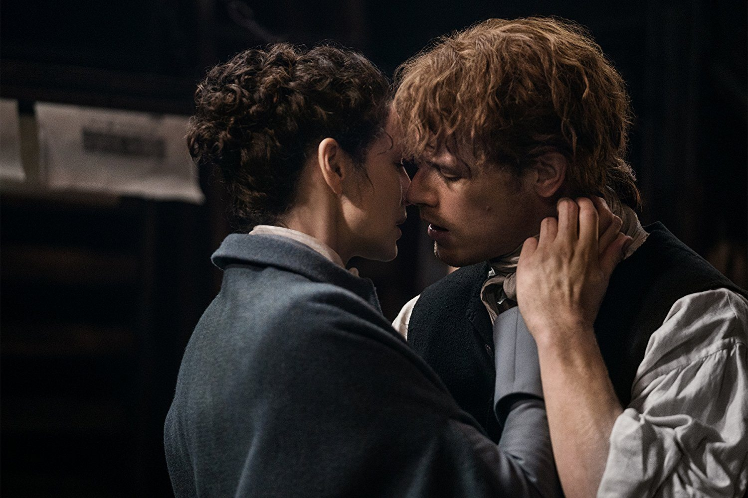 Jamie and Claire about to kiss
