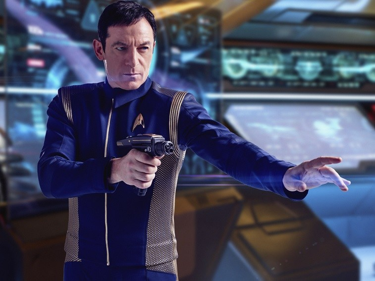 Jason Isaacs holds up a weapon in Star Trek: Discovery