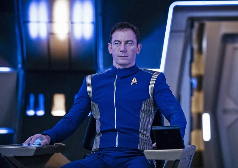 Jason Isaacs' Captain Lorca sits in a chair in Star Trek: Discovery