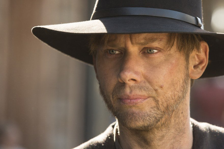Jimmi Simpson as William wears a black hat in Westworld