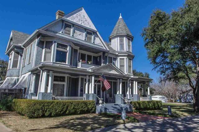 Magnolia Realty Victorian House