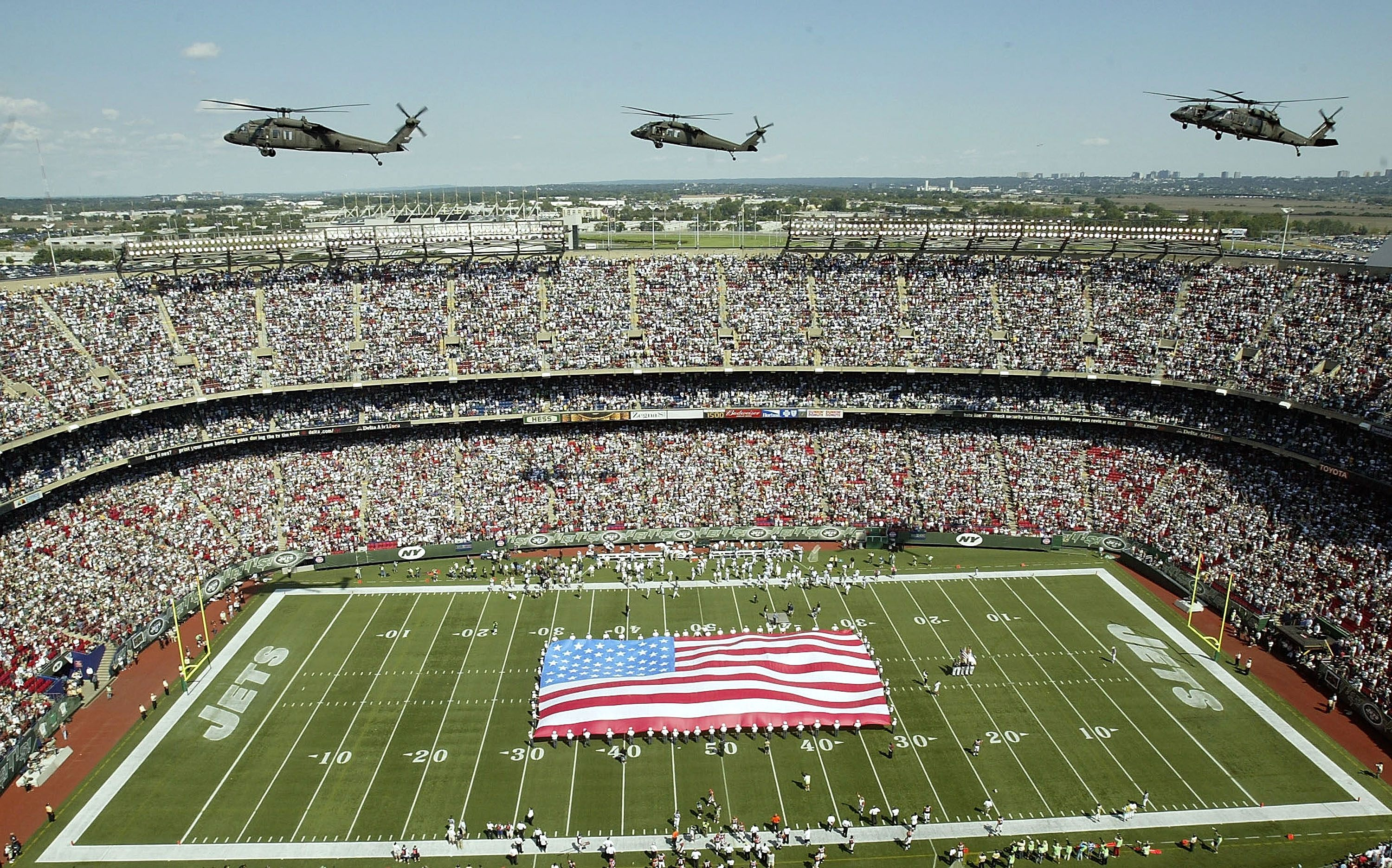best service f44f3 34070 The Crazy Amount of Money the Military Gives to the NFL