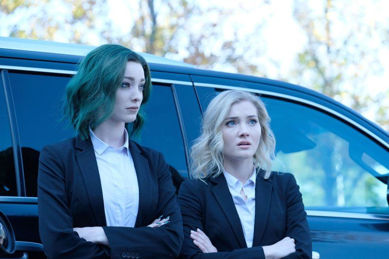 Emma Dumont and Natalie Alyn Lind in The Gifted
