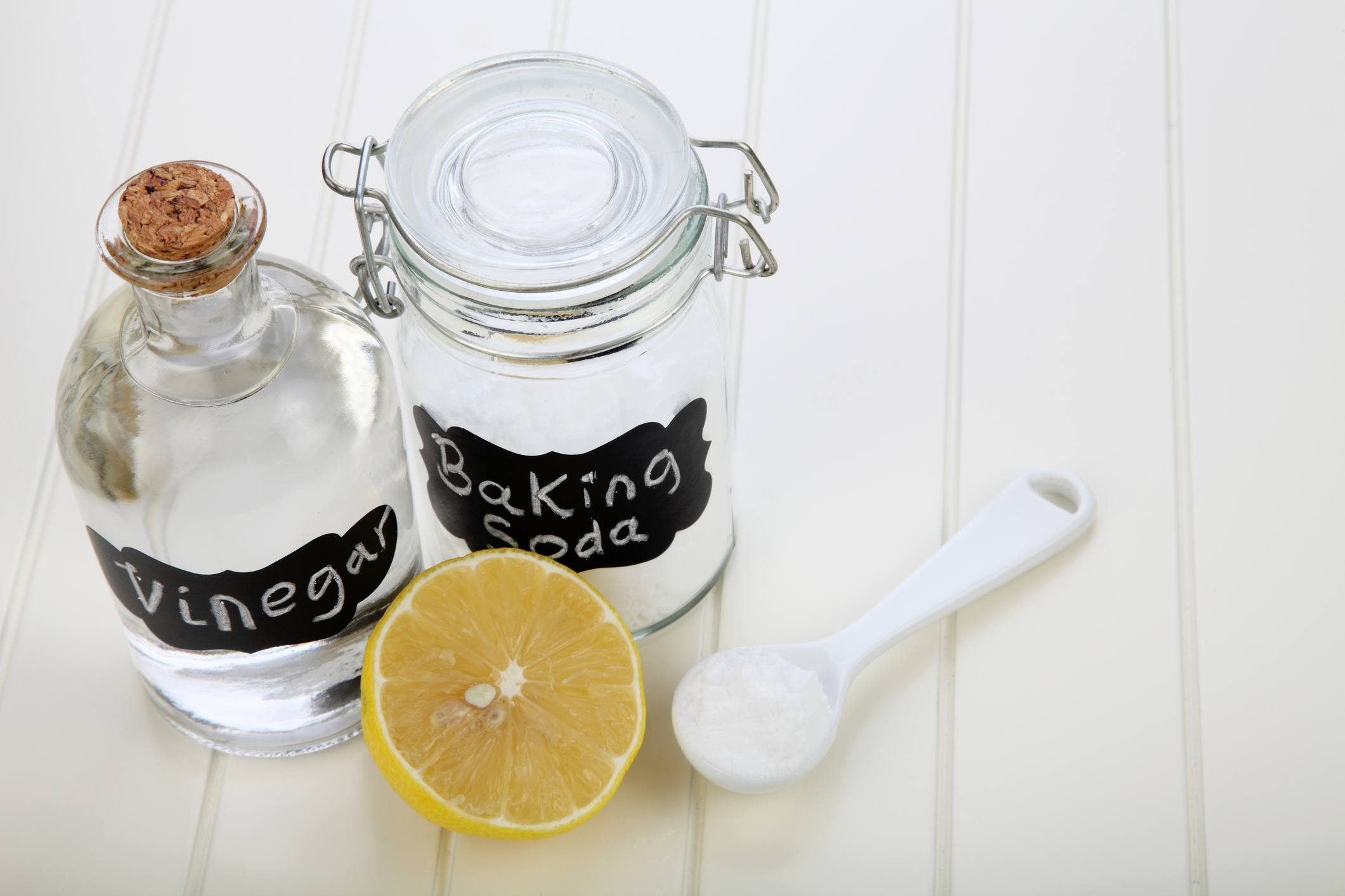 Baking soda vinegar cleaning