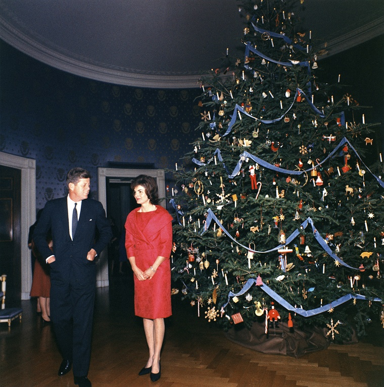 president and first lady kennedy with their 1961 christmas tree