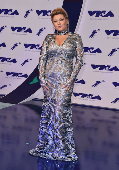 Amber poses for photographers at the VMA Awards.