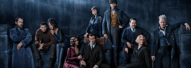 Fantastic Beasts: The Crimes of Grindelwald cast posing together.