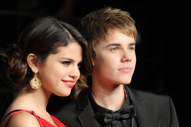 Selena Gomez and Justin Bieber arrive at the Vanity Fair Oscar party.