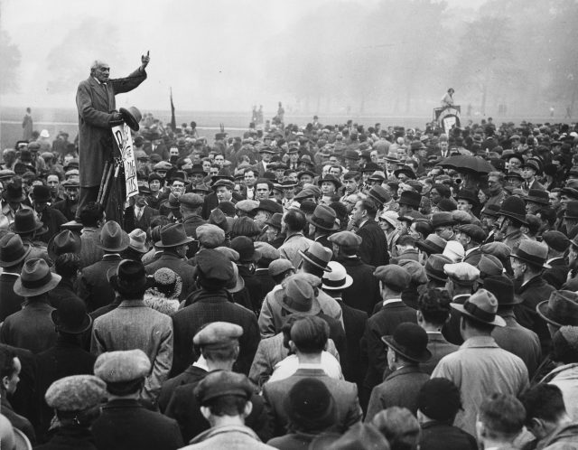 24th September 1933: Addressing crowds at Speakers' Corner in Hyde Park, Communist MP Saklatvala Shapurji calls for the release of the Reichstag Fire suspects in Germany.