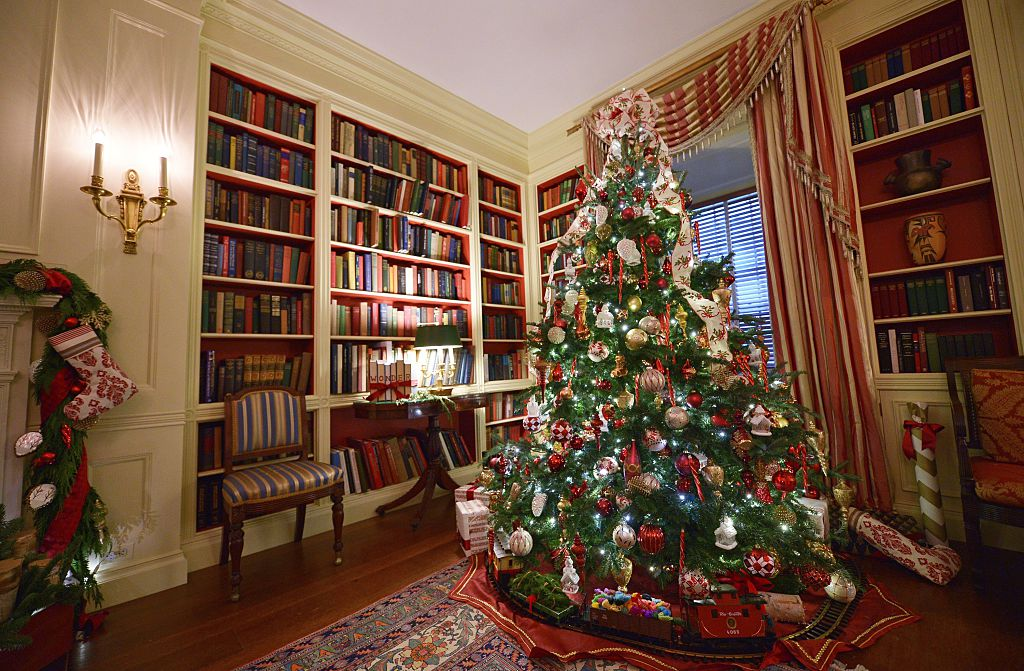 obama 2014 christmas tree library