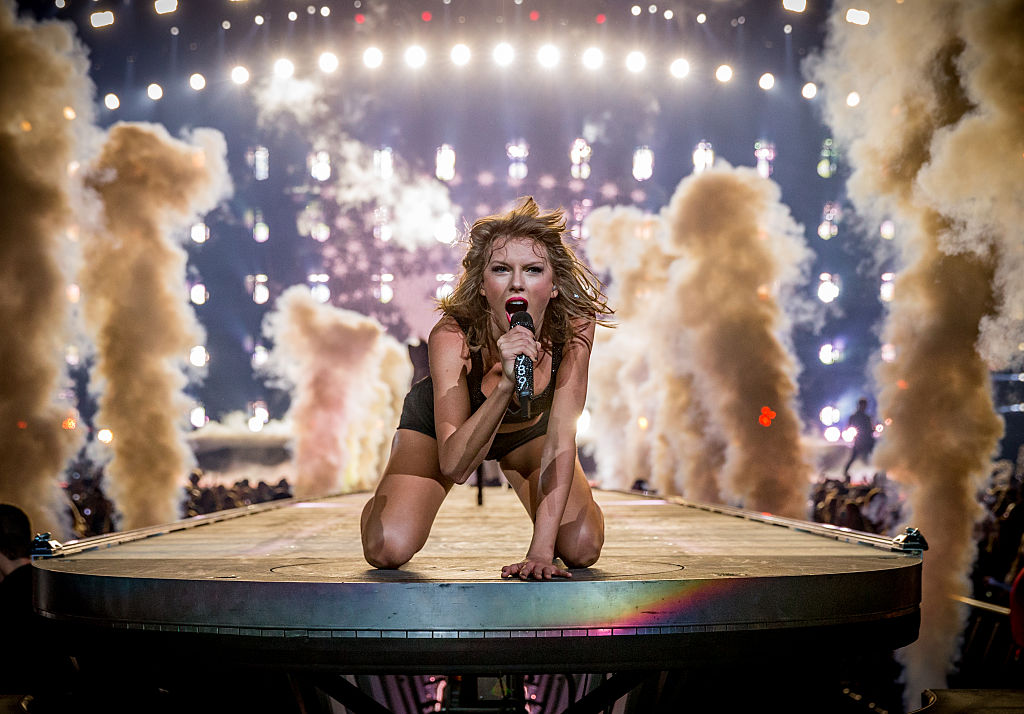 taylor swift crawling on the stage during a performance