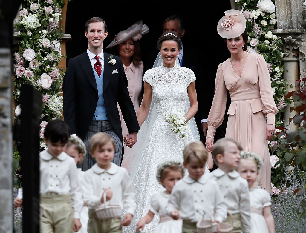pippa middleston and her sister kate and children at pippa's wedding