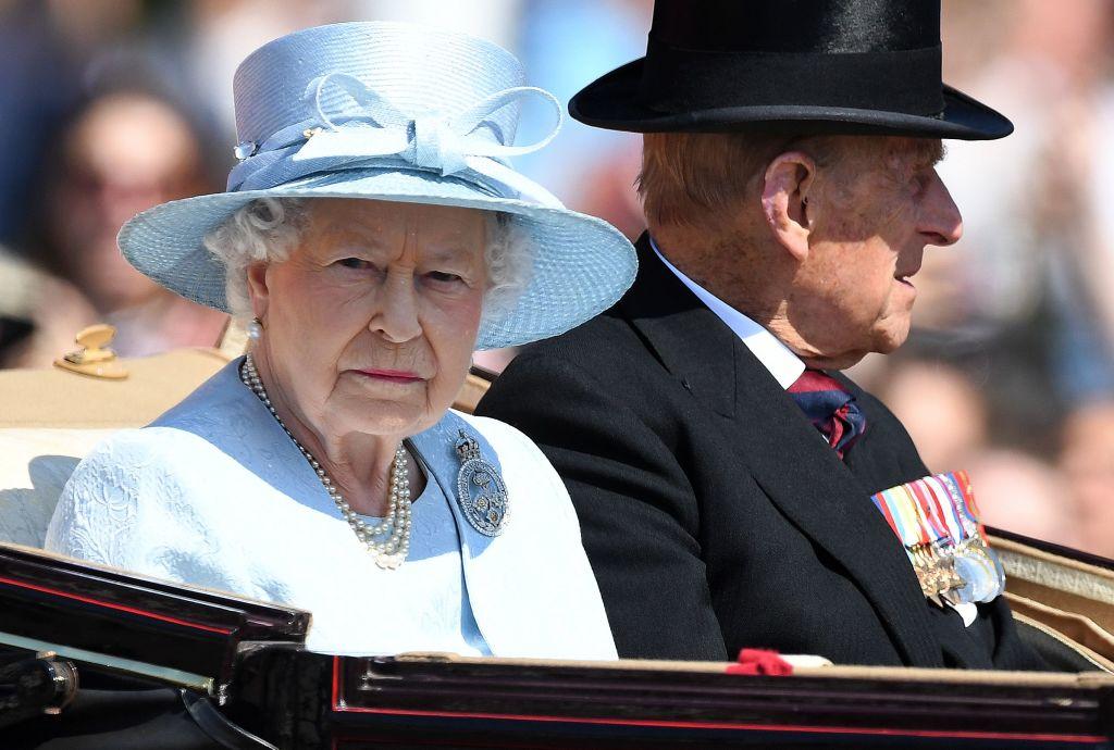 queen elizabeth in a blue suit