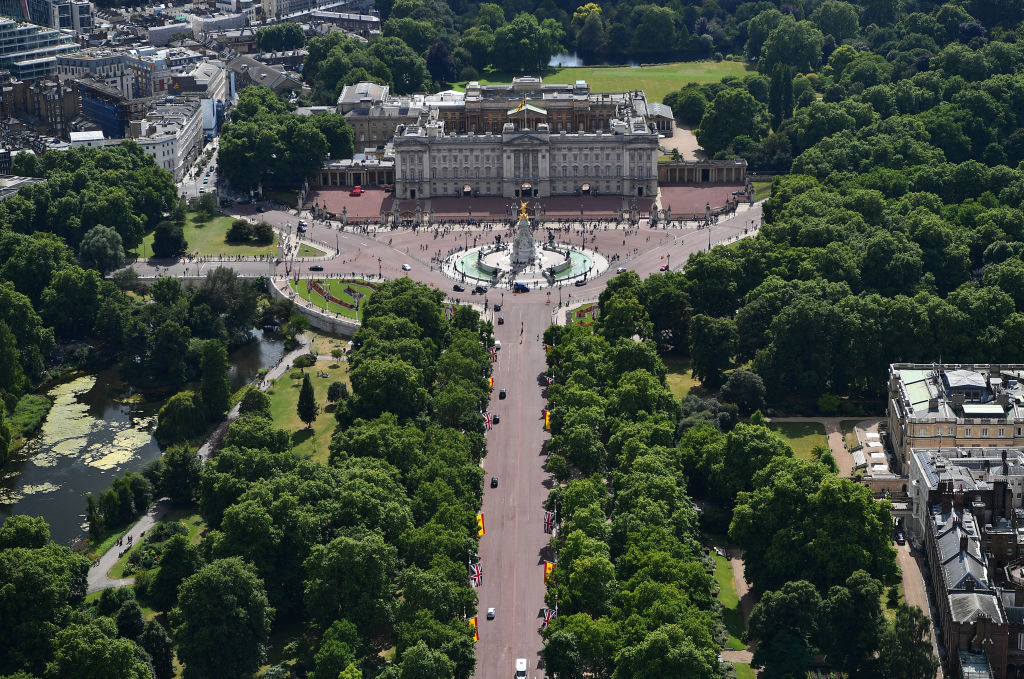 an aerial view of the mall up to buckingham palace