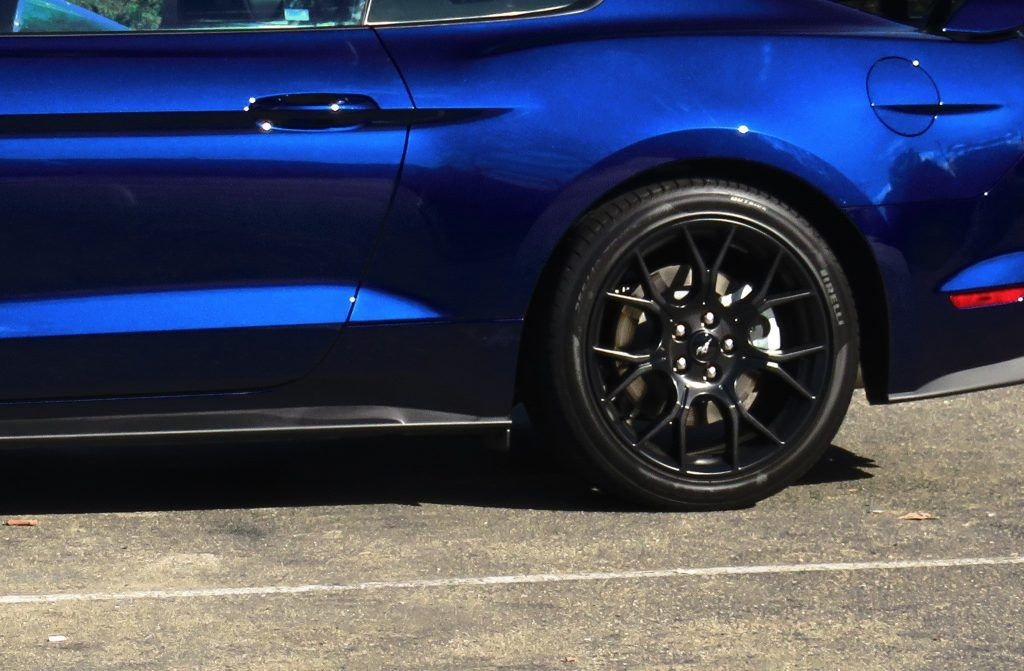 Back wheel Ford Mustang GT