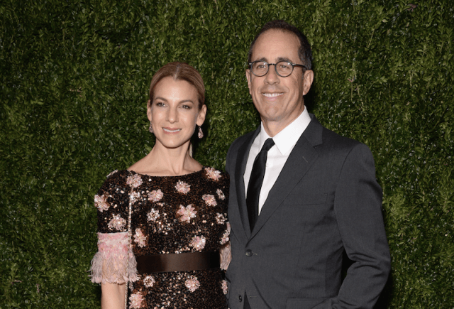 Jerry Seinfeld and Jessica Seinfeld use in front of a grass wall.